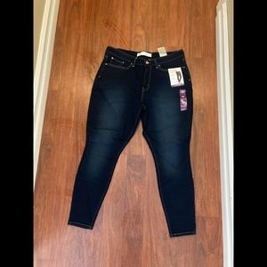 Levis mid rise skinny jeans size 33 x 28